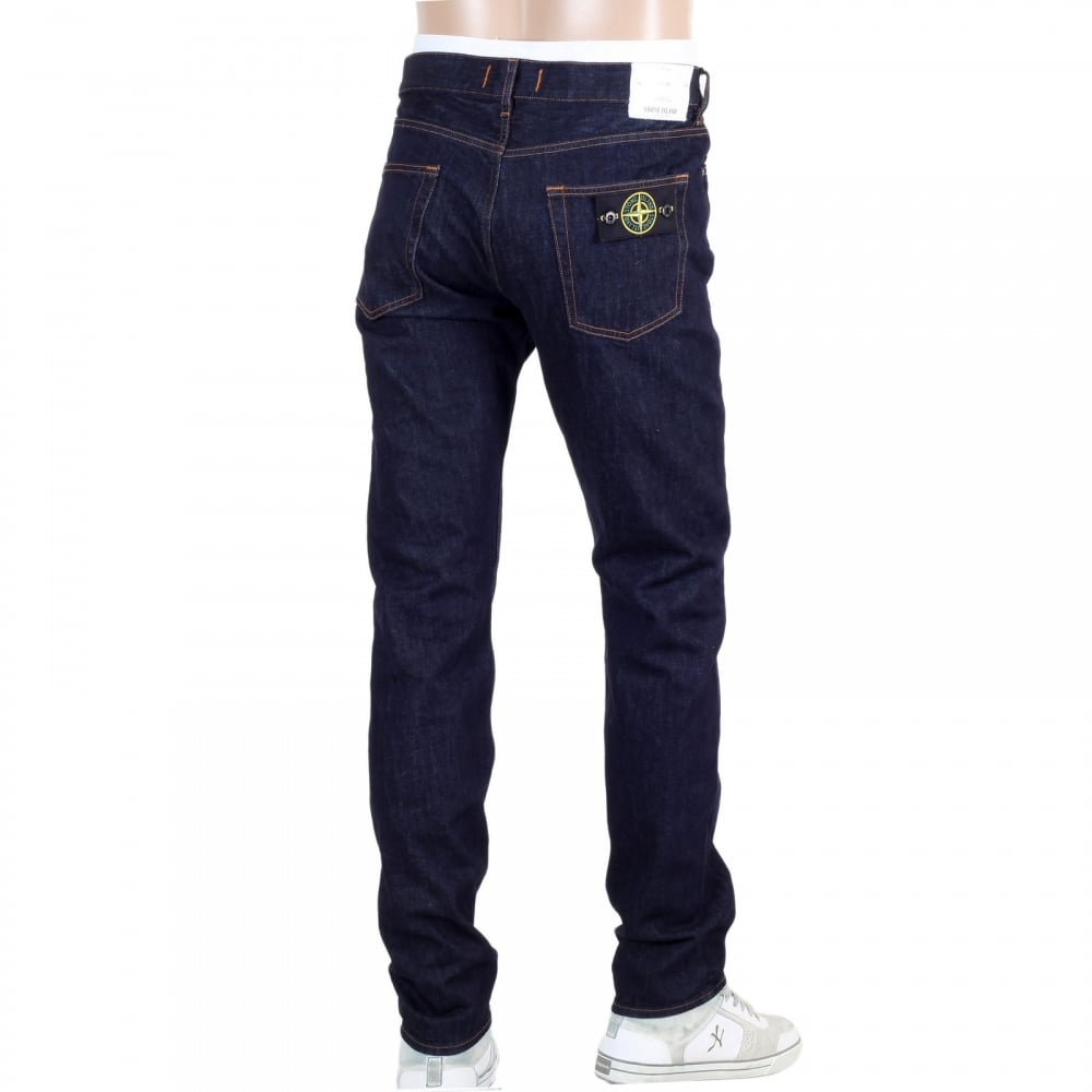 In order to find awesome jeans for guys, you need to buy a pair that fits you appropriately as well. Not every jeans style and cut can suit everyone. And when you wear the perfect jeans depending on your height and body structure, you will not only look hot but it will seem as if you've lost weight.